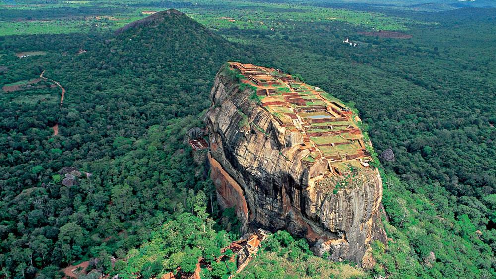 Sigiriya-Rock—000902