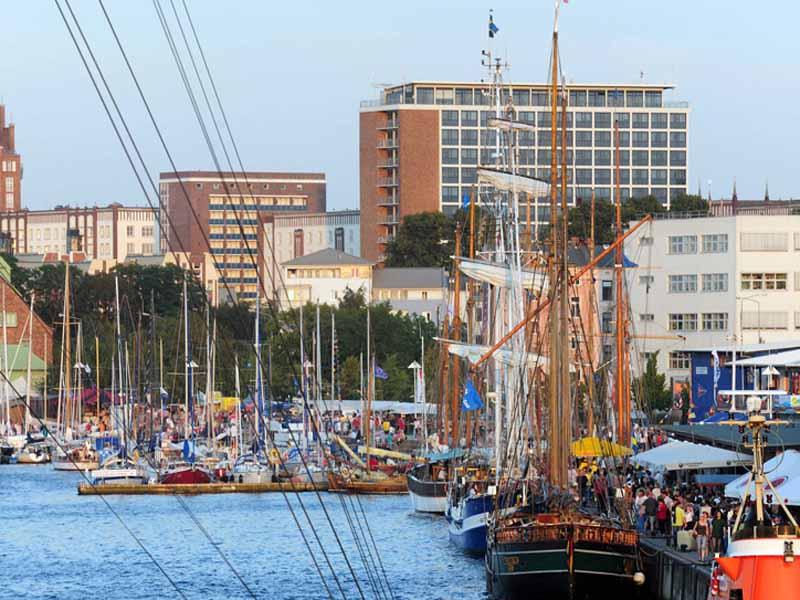 Hanse-Sail-Rostock-Blick-zum-Stadthafen-Foto-Hanse-Sail-Rostock