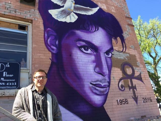 Patrick vor Prince Mural