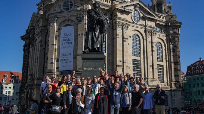 Gruppenfoto vor der Frauenkirche; Foto: Achim Sperber
