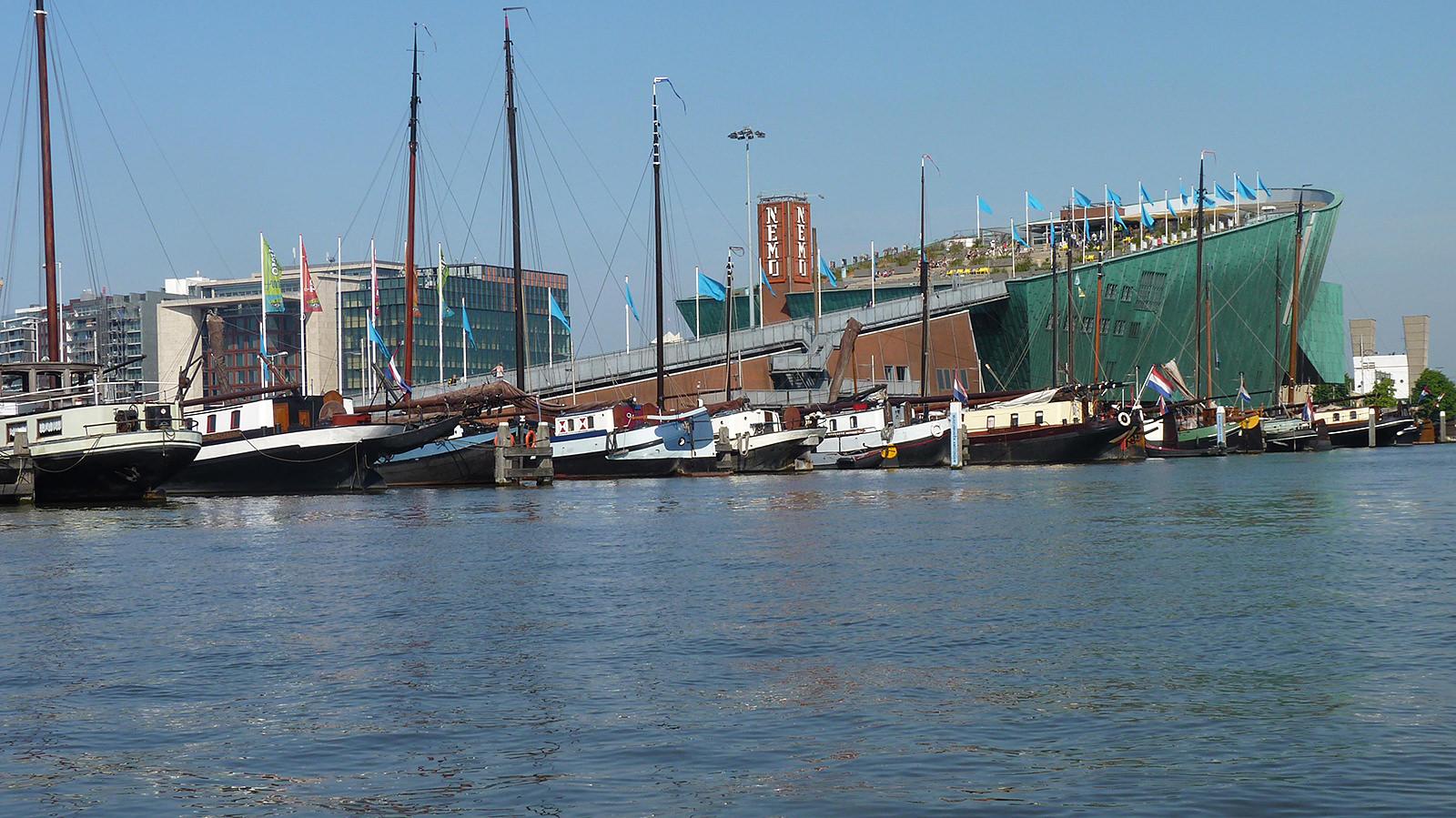 Amsterdam: Blick zum Nemo (Foto: Lilo Solcher)