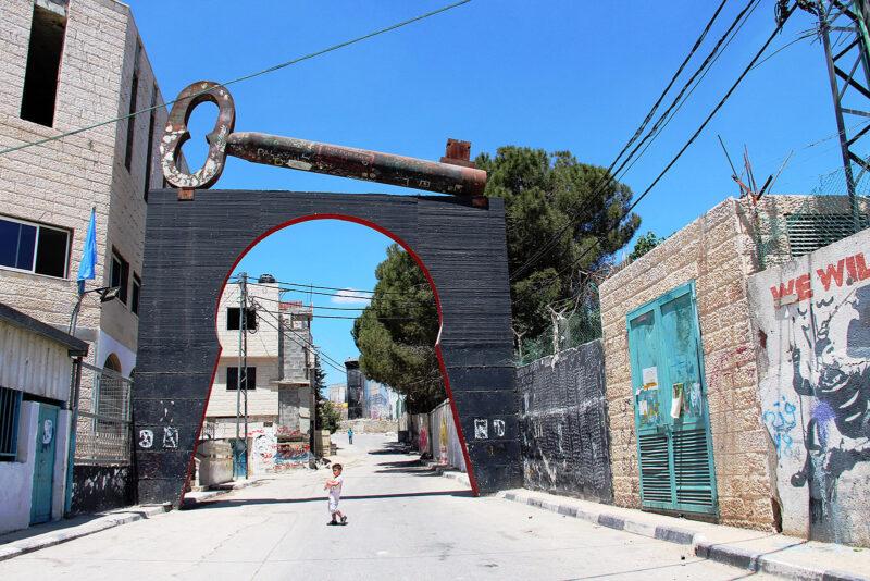 Symbol der Hoffnung: Weltgrößter Schlüssel zum Flüchtlingslager Aida bei Bethlehem (Foto: Dagmar Gehm)