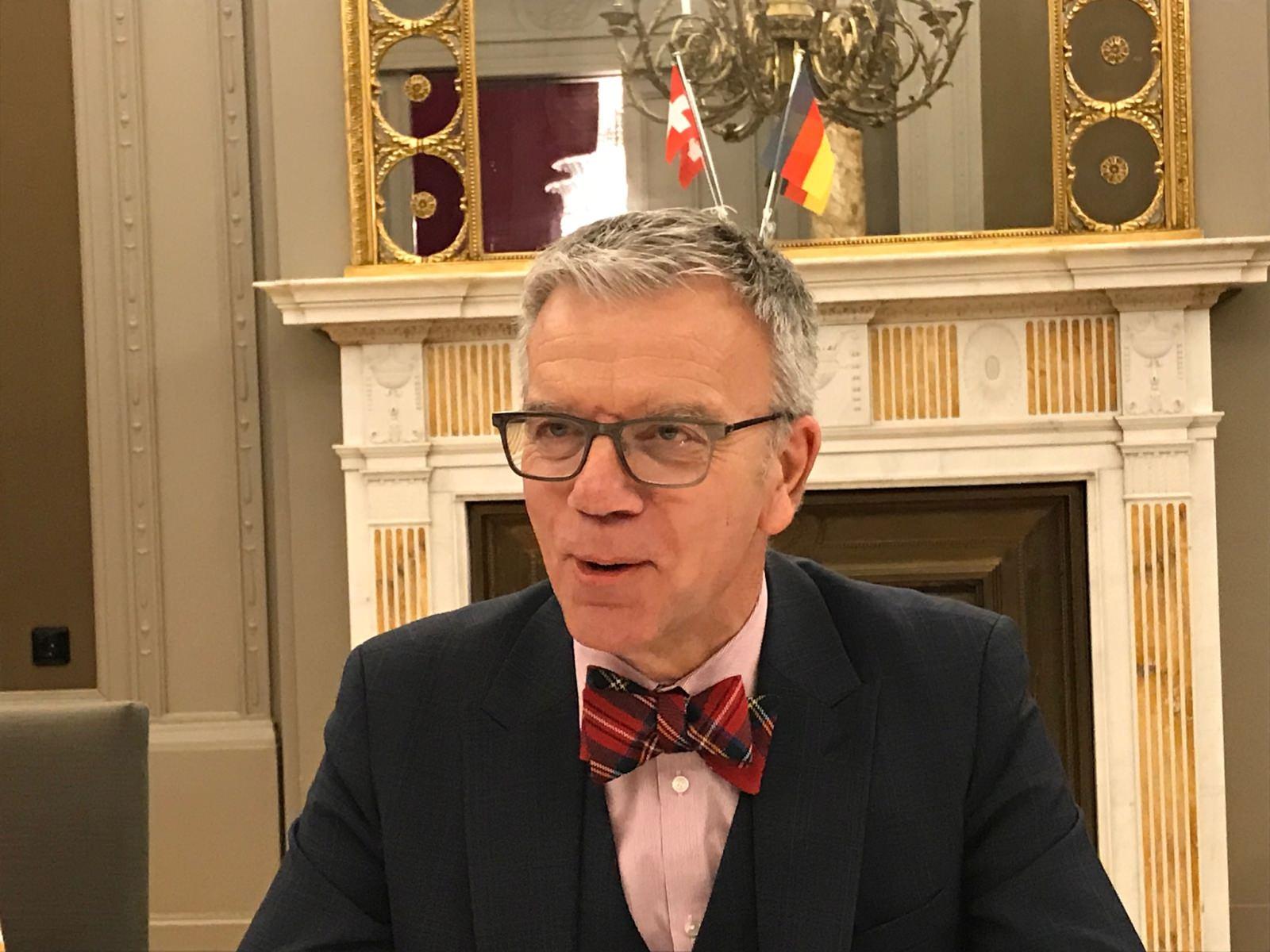 Der Schweizer Botschafter Dr. Paul Seger