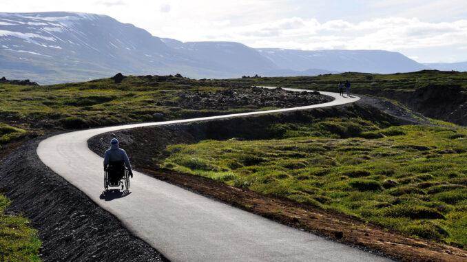Auch Menschen mit körperlichen Einschränkungen können weltweit unterwegs sein; Foto: Runa Reisen