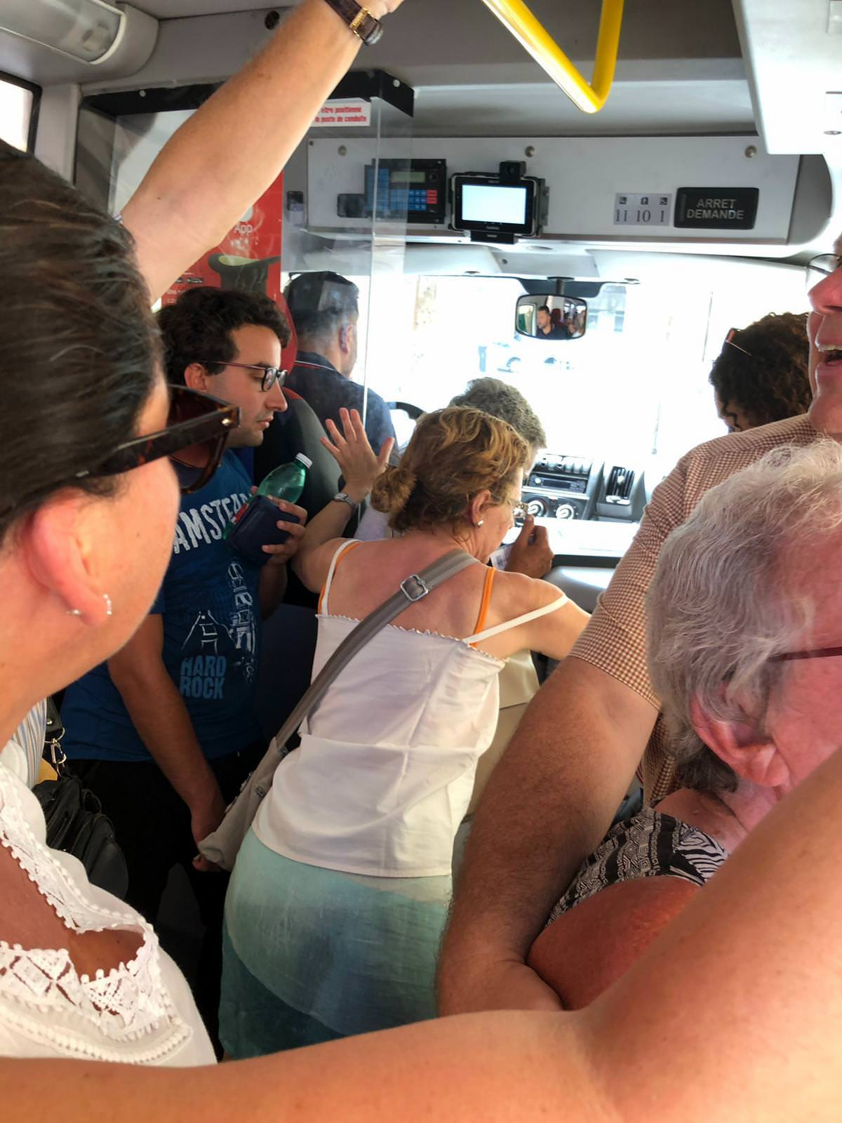 Abenteuer Busfahrt: Klammergriff und Hautkontakt (Foto: Uwe Krist)