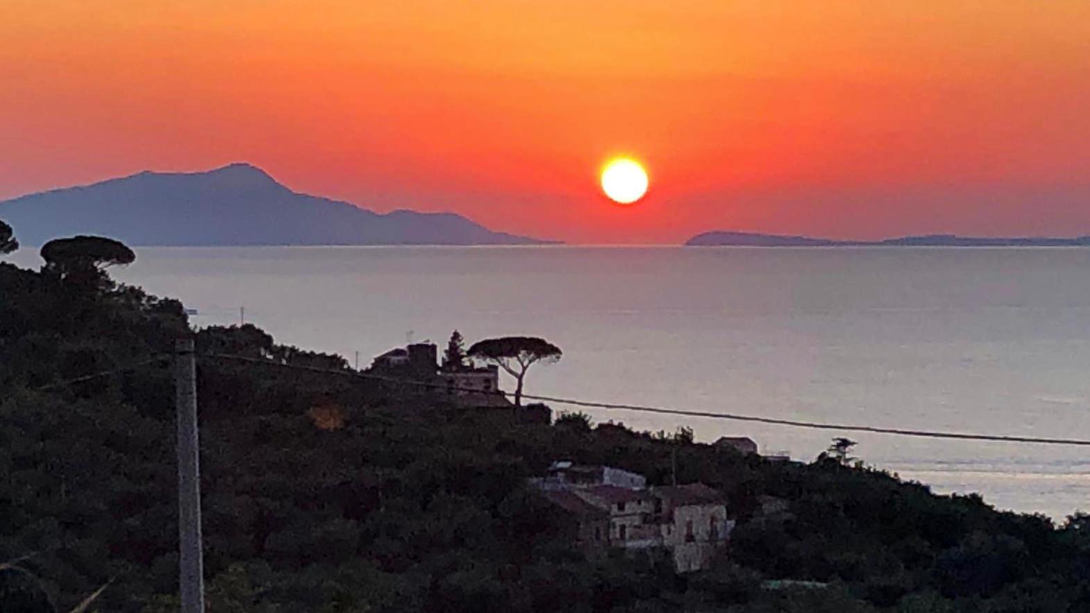 """""""Wenn bei Capri die Sonne im Meer versinkt…."""" – Sehnsuchtsziel mit Hindernissen (Foto: Uwe Krist)"""