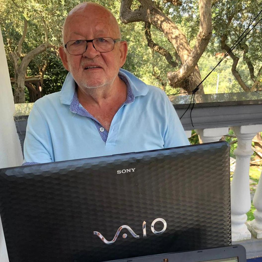 Autor Uwe Krist auf seinem Sommerbalkon in Sorrent (Foto: privat)