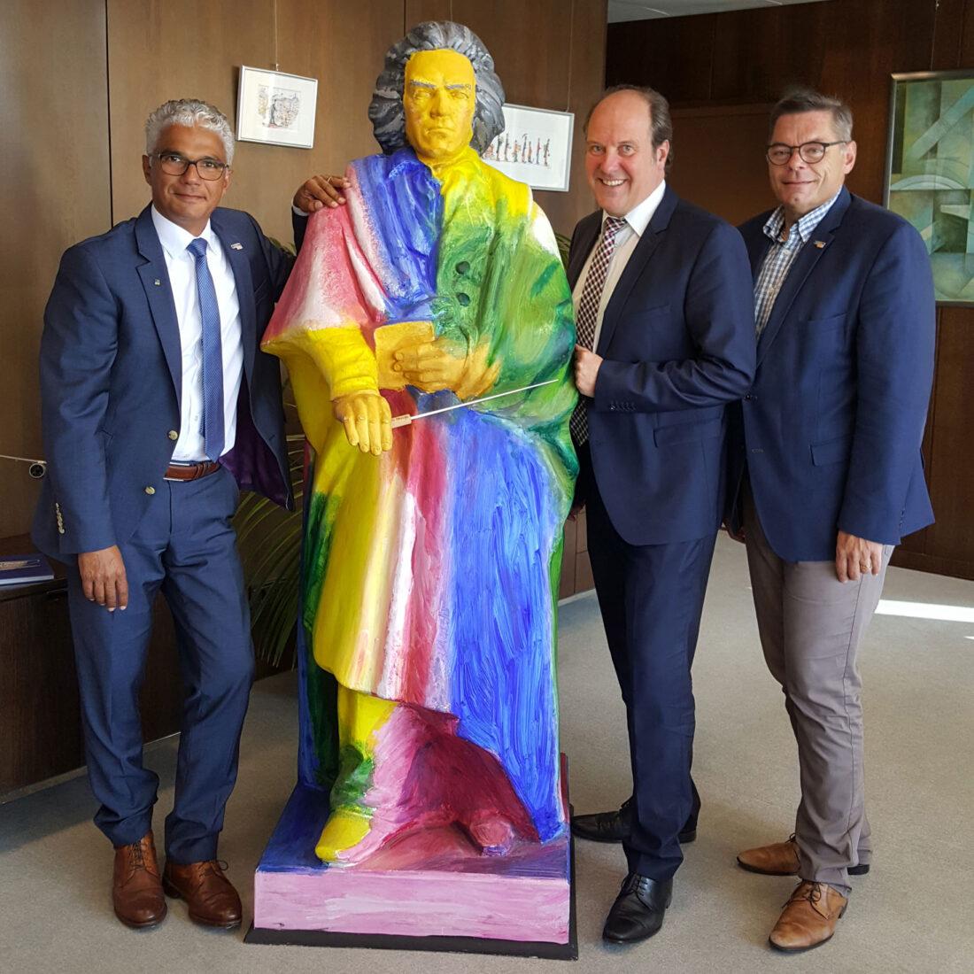 Alles Beethoven!? Die Gesprächspartner Oberbürgermeister Ashok Sridharan (li.), Udo Schäfer (Mitte) und Ralf Birkner (re.); Foto: Heidi Diehl