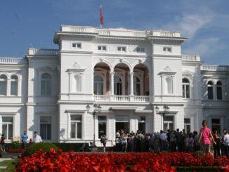 Bis heute ist die Villa Hammerschmidt in Bonn Amts- und Wohnsitz des Bundespräsidenten - als Nr. 2 nach Schloss Bellevue in Berlin; Foto: Thorsten Keller