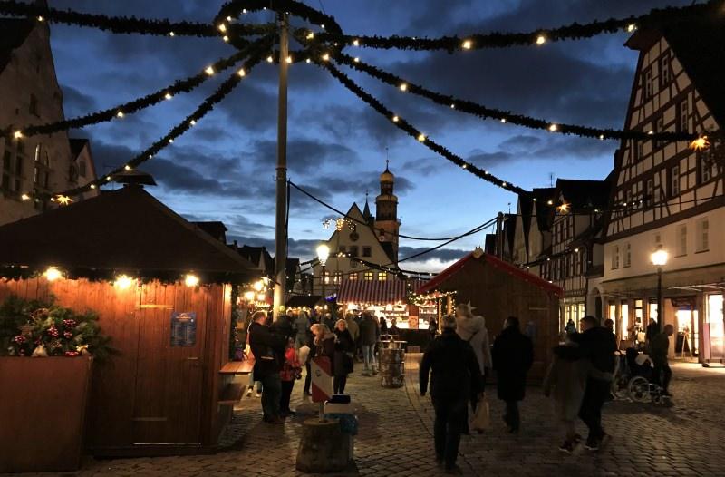 LAUF-Weihnachtsmarkt-Daemmerung