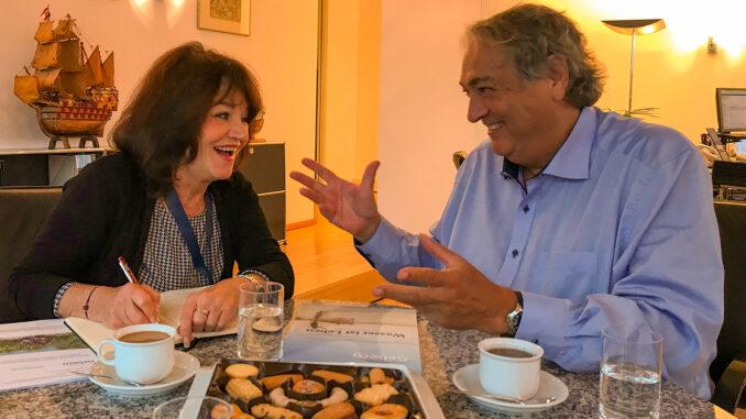 Dagmar Gehm im Gespräch mit Ury Steinweg; Foto: Dagmar Gehm