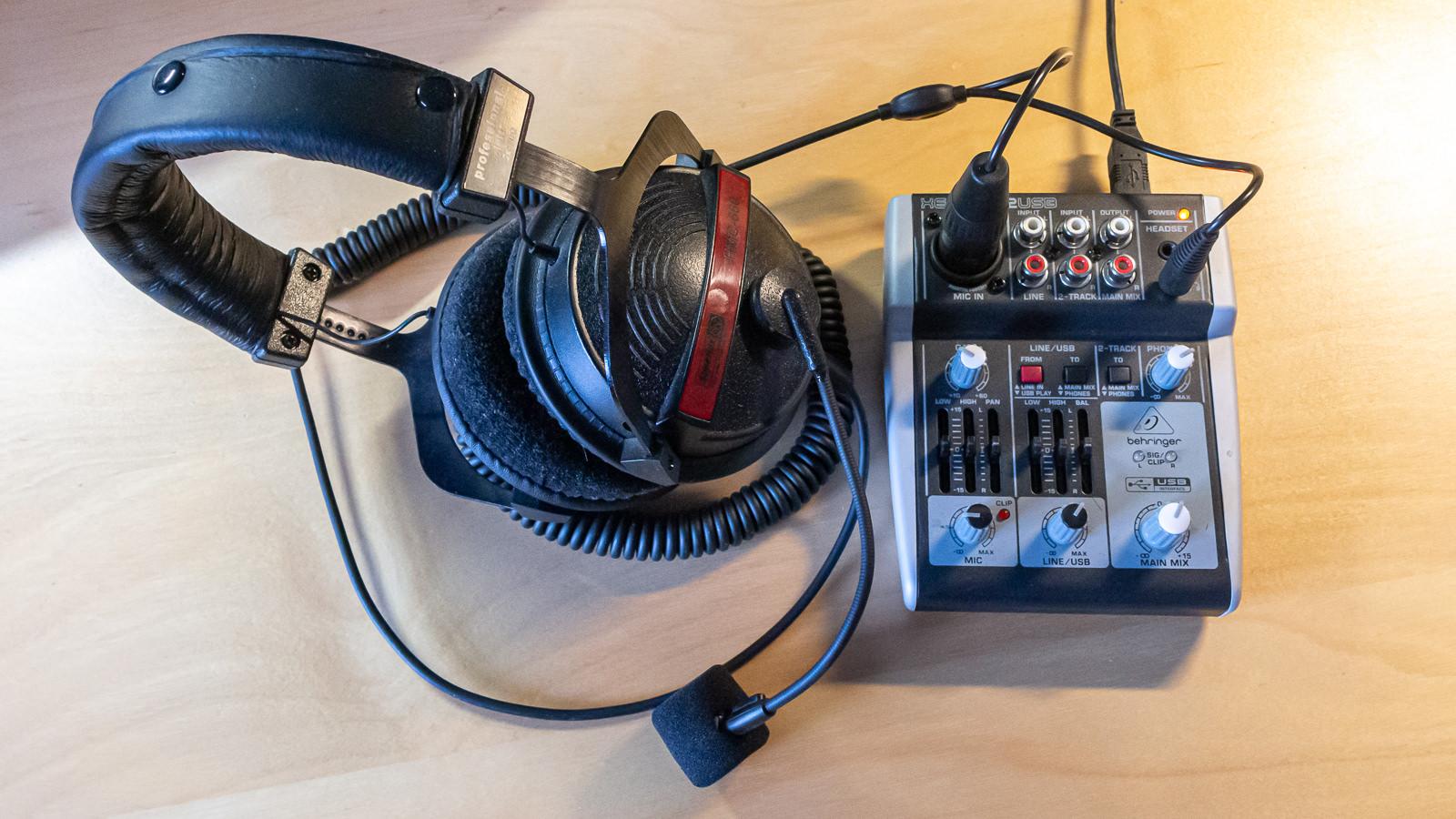 Podcasting-Hardware für unter 100 Euro. Dieses Setup funktioniert beim Autor probelmlos. (Foto: Ingo Busch)