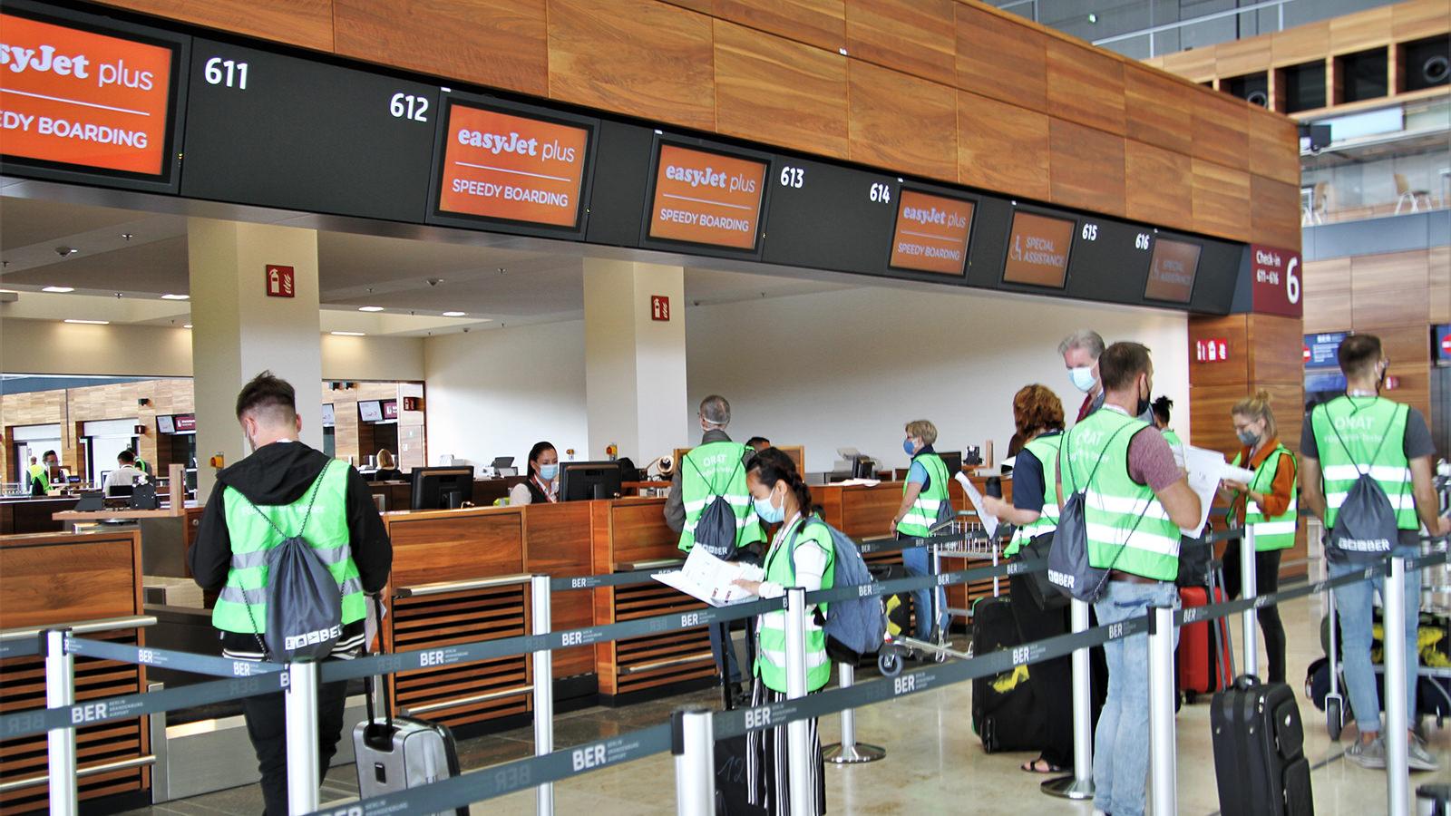 Der BER wird derzeit auf Herz und Nieren geprüft: Flughafentester beim Speedy Boarding. (Foto: Heidi Diehl)