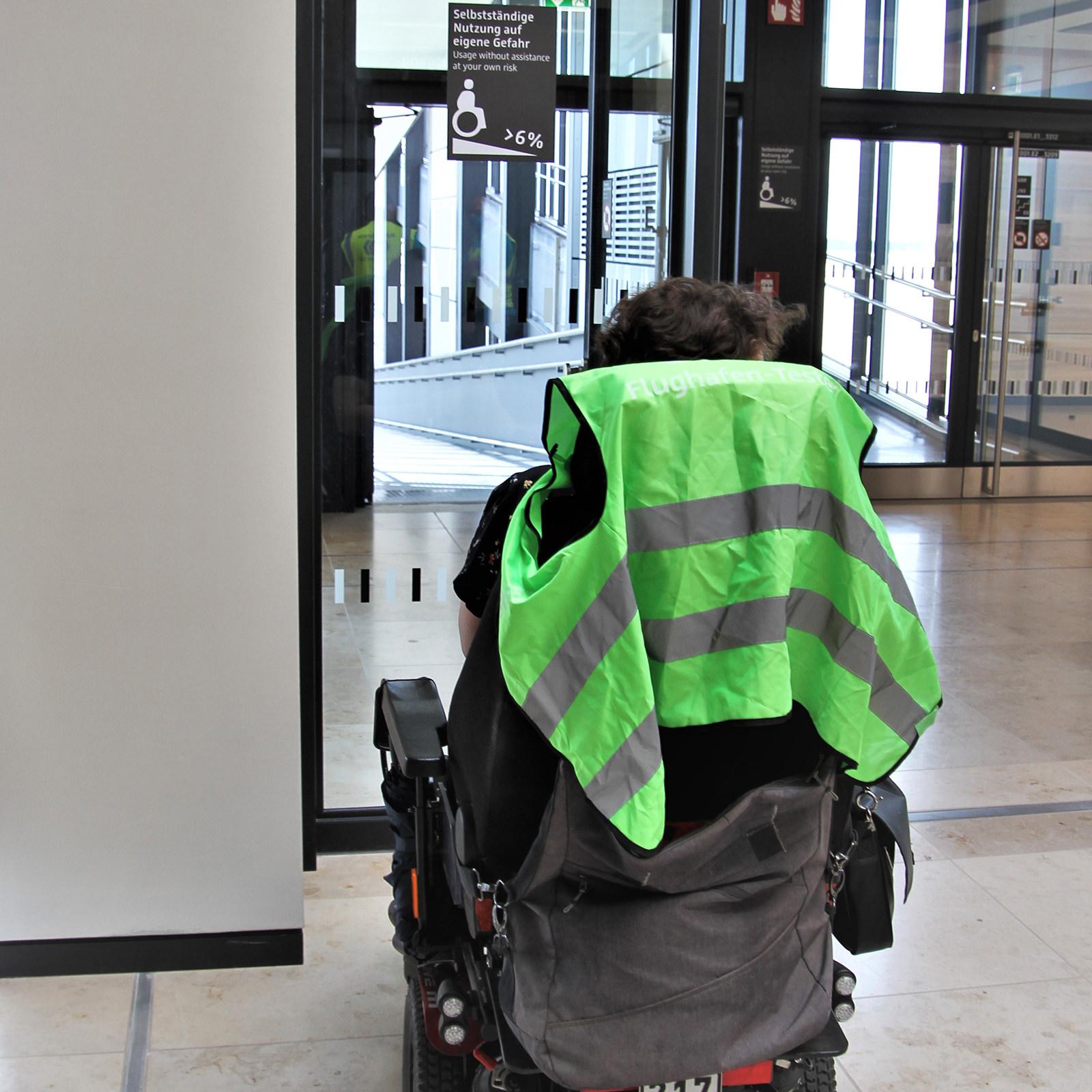 Rollstuhlfahrer zögern bei einer Rampenneigung von sechs Prozent, hinunter geht es zu schnell und hinauf ist es viel zu anstrengend. (Foto: Heidi Diehl)