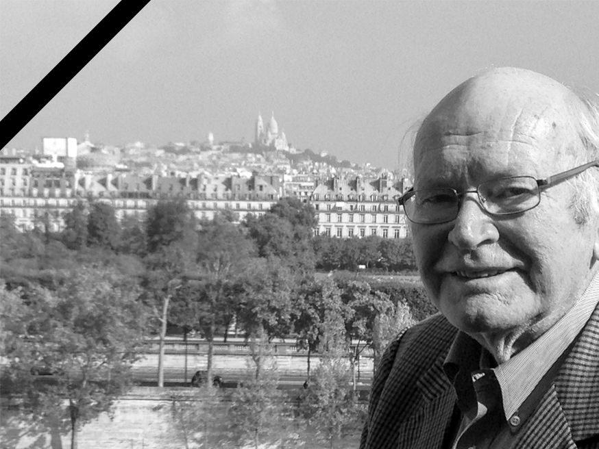 Bis ins hohe Alter unterwegs: Dr. Hans Eckart Rübesamen mit 88 Jahren vor dem Montmartre. Einfach nur noch entdecken, nichts mehr schreiben müssen. (Foto: privat)