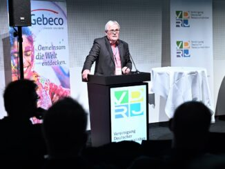 VDRJ Vorsitzender Rüdiger Edelmann bei der Preisverleihung 2018-19 – Foto: Messe-Berlin