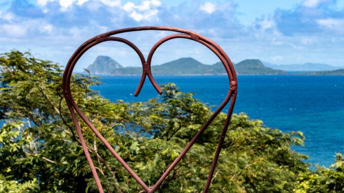Viele Sehnsuchtsziele blieben in diesem Jahr pandemiebedingt im wahrsten Wortsinn Traumziele – wie hier Ronde und Caille Island in der Karibik. (Foto: Ingo Busch)