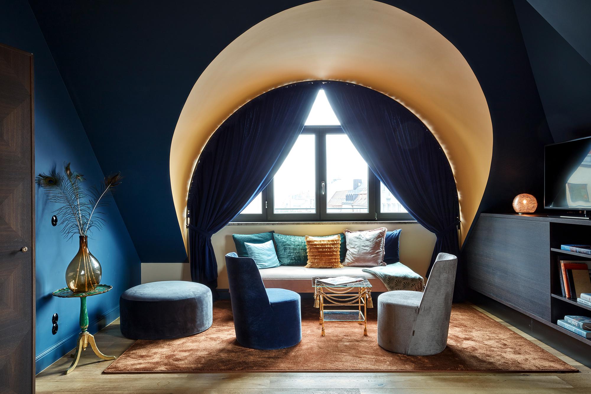 25h_RoyalBavarian_SteveHerud_Rooms_PeacockSuite_large4