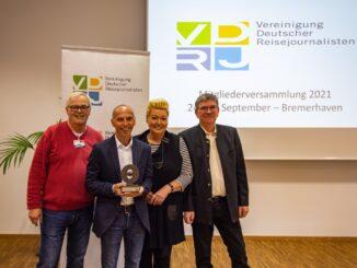 Bei der Preisverleihung des VDRJ-Ehrenpreises 2021 auf der Hauptversammlung in Bremerhaven: VDRJ-Vorsitzender Rüdiger Edelmann, Preisträger Eckart Mandler, Ehrenpreis-Geschäftsführerin Marina Noble und Laudator Hans-Werner Rodrian.